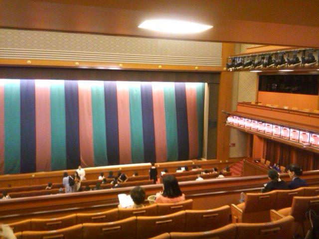 歌舞伎座の緞帳と提灯
